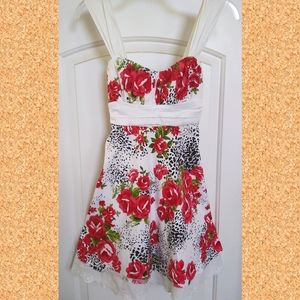 SALE!Beautiful Red Floral Dress Small